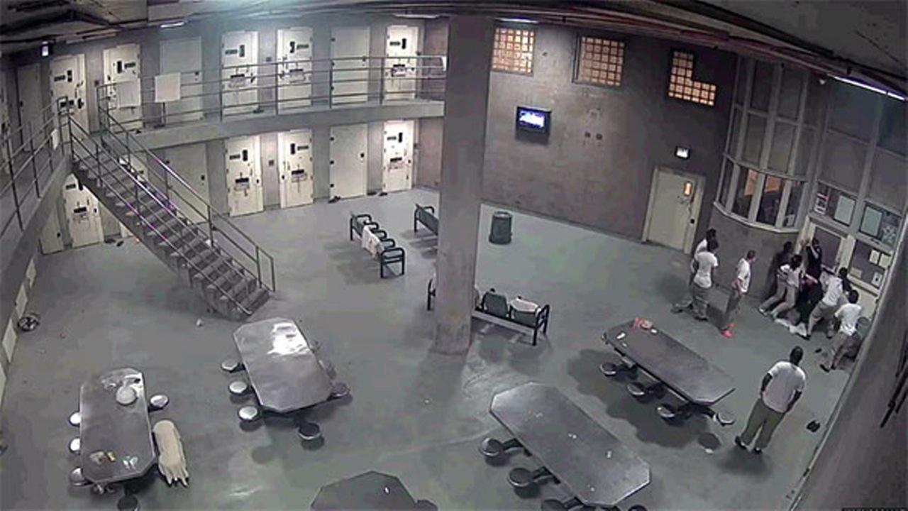 Caught on video: 2 deputies attacked by inmates at Cook County Jail