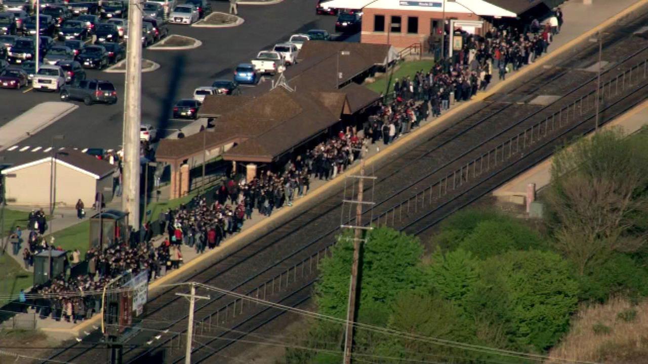 Metra BNSF trains delayed due to minor derailment in Aurora