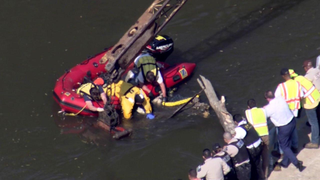 Body found in Des Plaines River, officials say