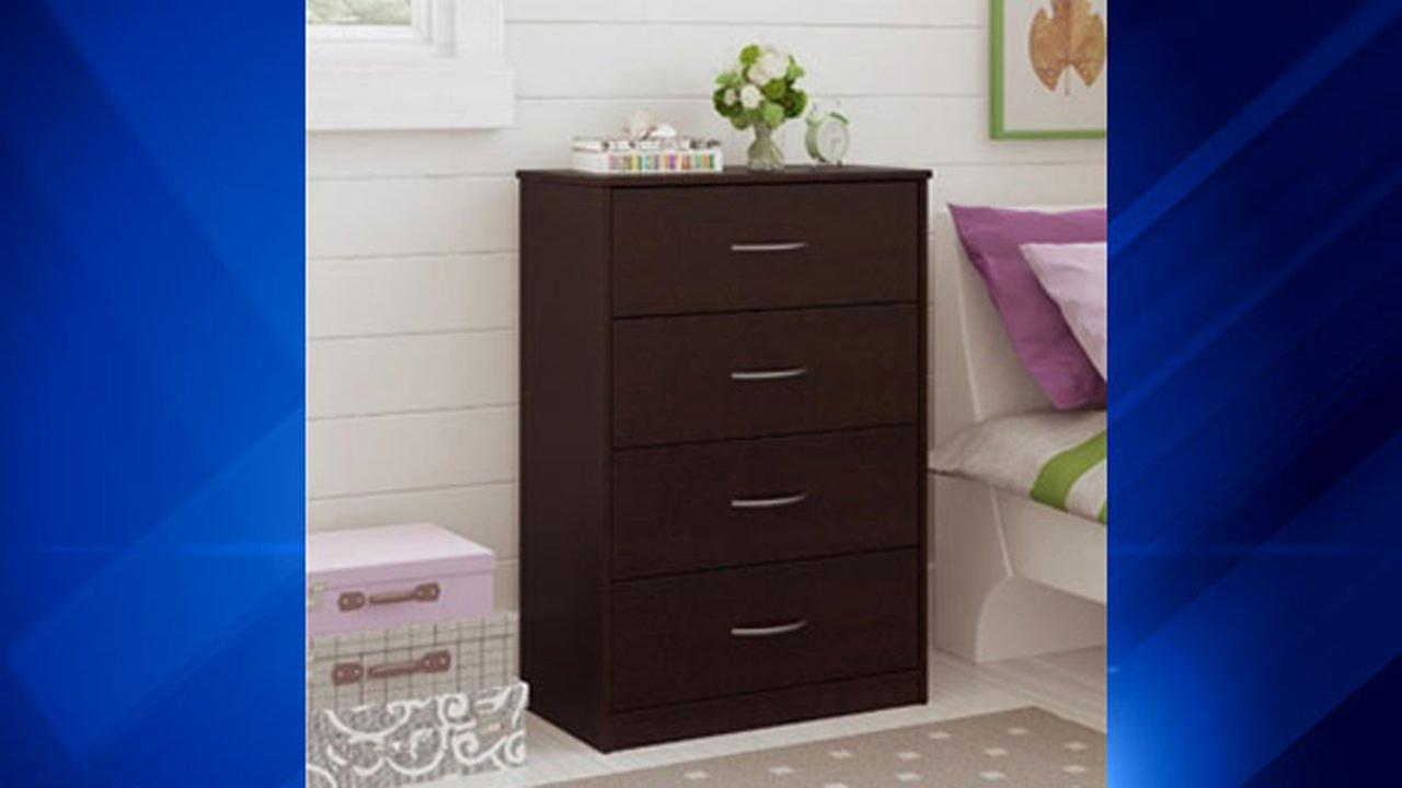 Ameriwood Mainstays chest of drawers in black forest
