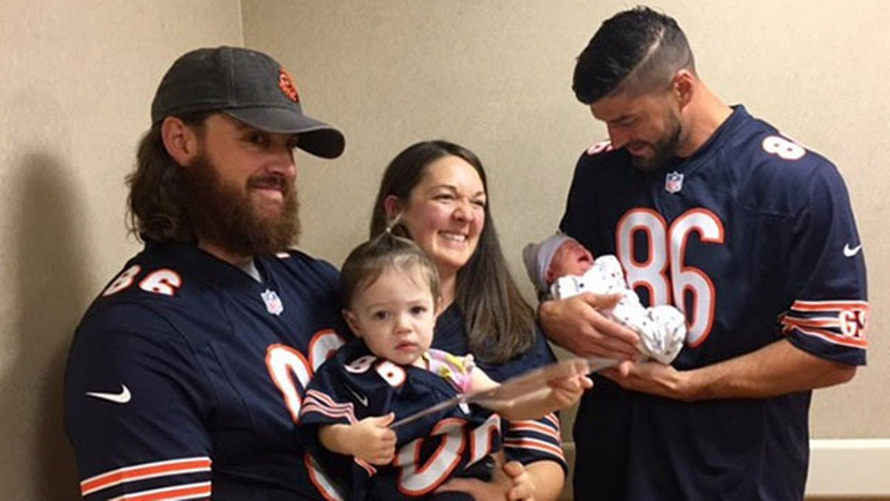 Chicago Bears tight end Zach Miller paid a surprise visit to the Advocate Condell Medical Center in Libertyville Tuesday morning.