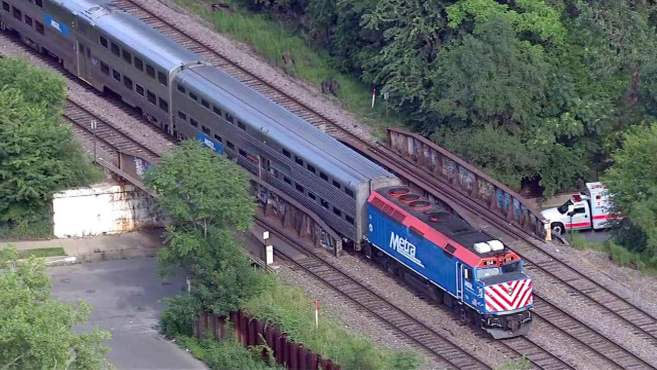 2 people hit by metra