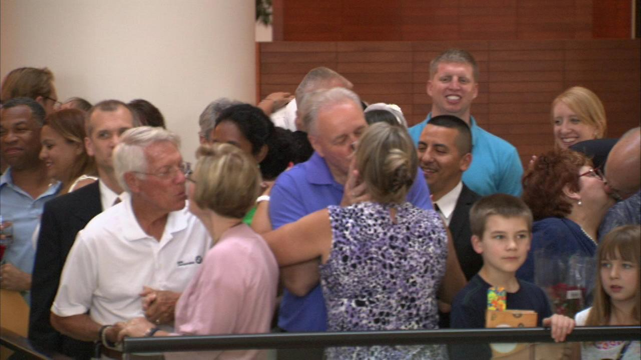 Hundreds of couples didnt just say I do, they said I would do it again! as they renewed their vows Friday night at the Renaissance Hotel in Schaumburg.