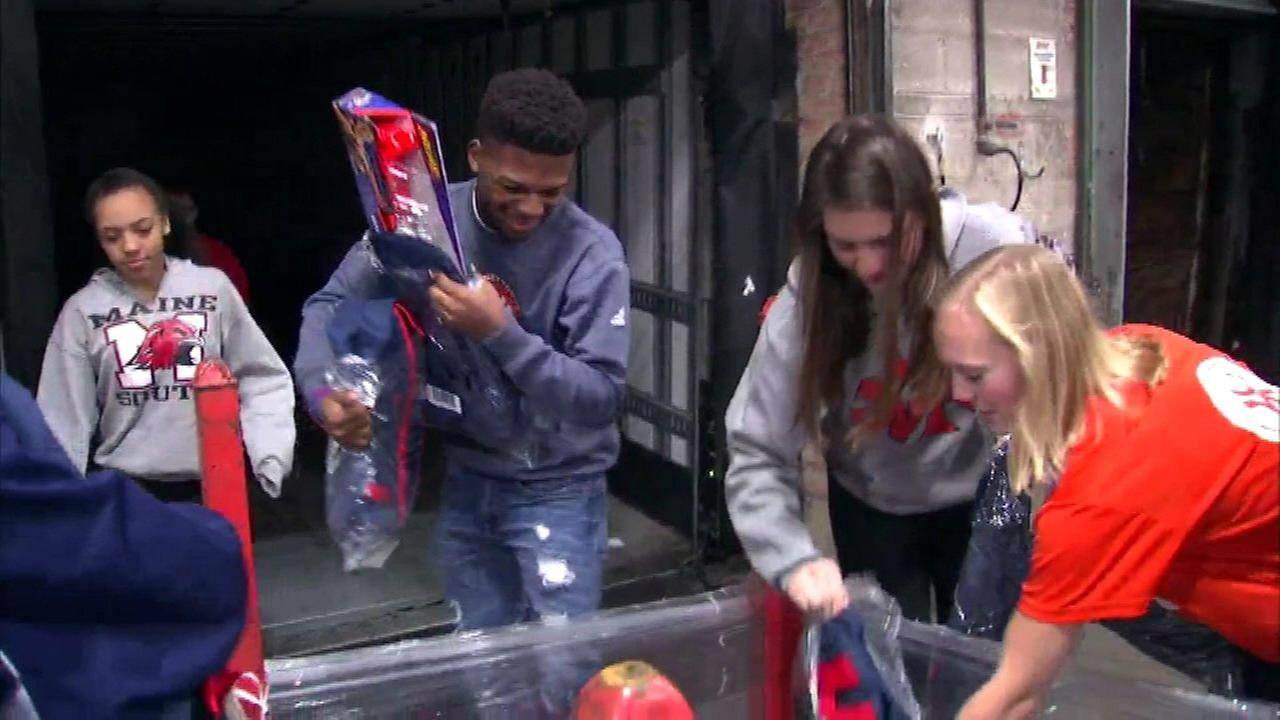 Chicago area high school students load up toys in River Grove.