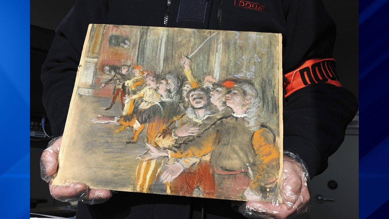 French customs have discovered an original Impressionist masterpiece by Edgar Degas stolen in 2009 in a suitcase on a bus.