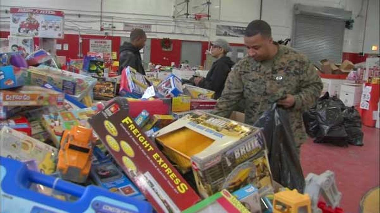 Metra hosts Toys for Tots drive at downtown stations Thursday