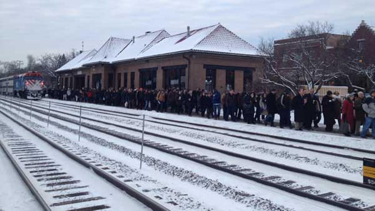 Metra riders evacuated from BNSF train with mechanical issues at Hinsdale.