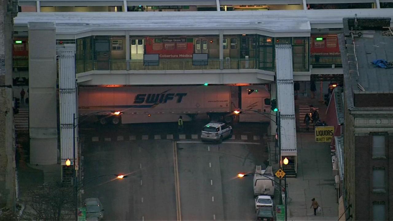 Truck gets stuck under Green Line bridge at 63rd, Cottage Grove