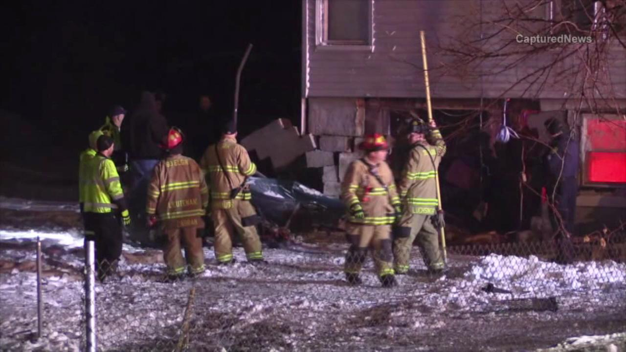 2 injured when car crashes into South Elgin home