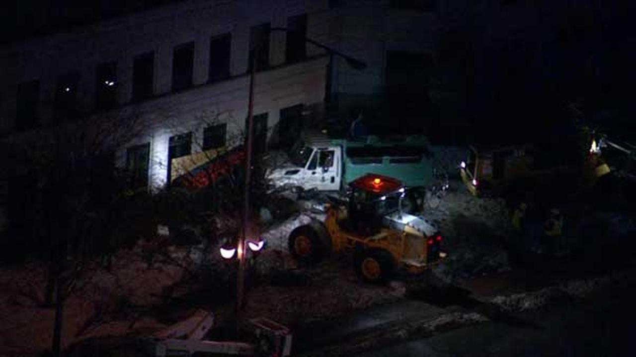 Plow crashes into Little Company of Mary office building in Evergreen Park