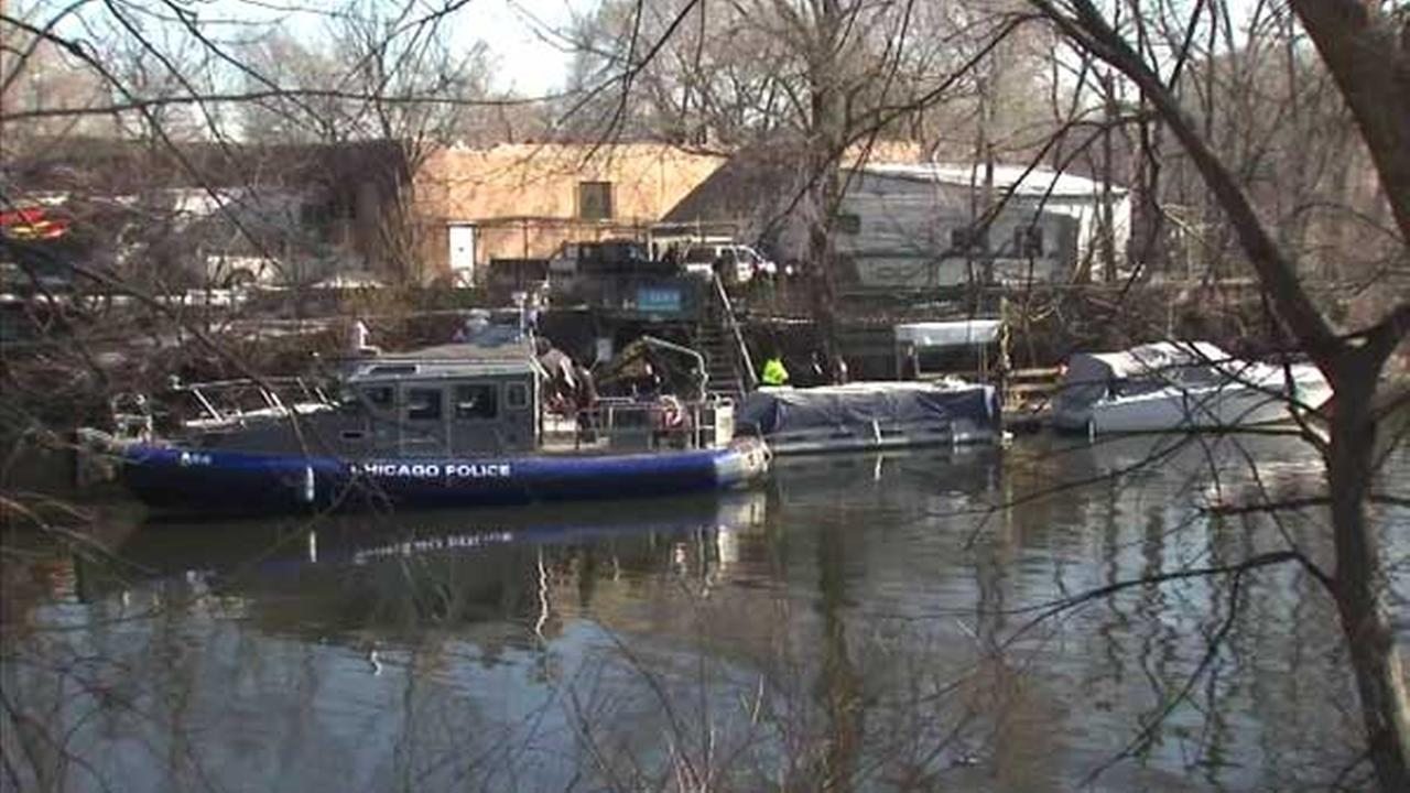 Man's body recovered from Chicago River near Diversey