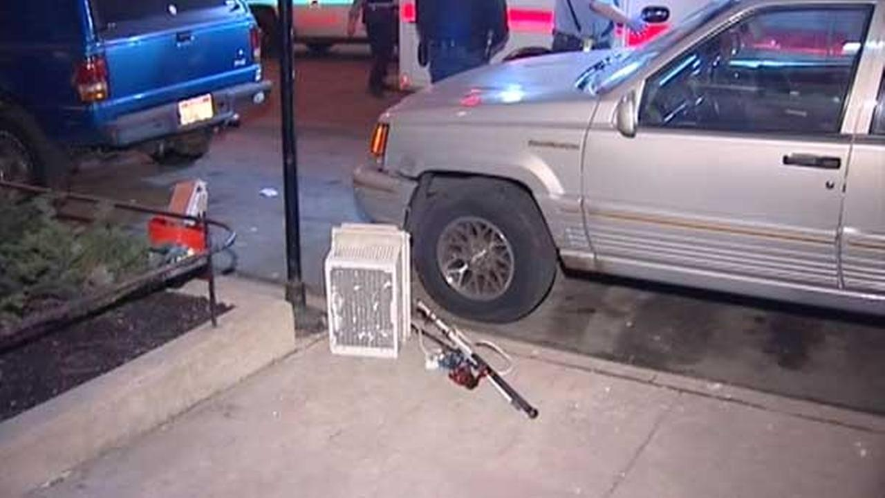 Group tackles man suspected of breaking into cars in West Loop