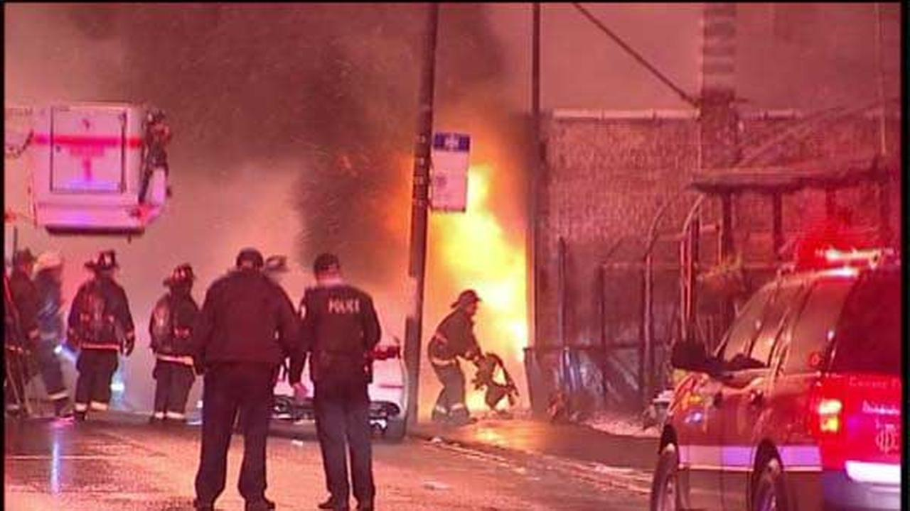 2 firefighters hurt in West Town blaze