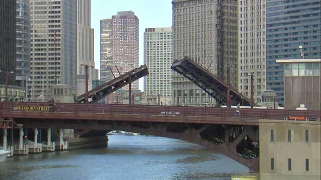 Bridge lifts from Lake Shore Drive to Wells may cause delays