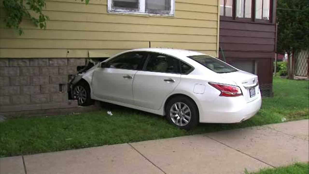 Car crashes into Englewood home