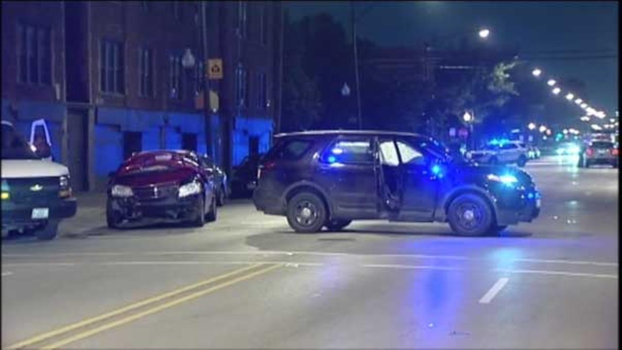 3 officers hurt in Little Village crash