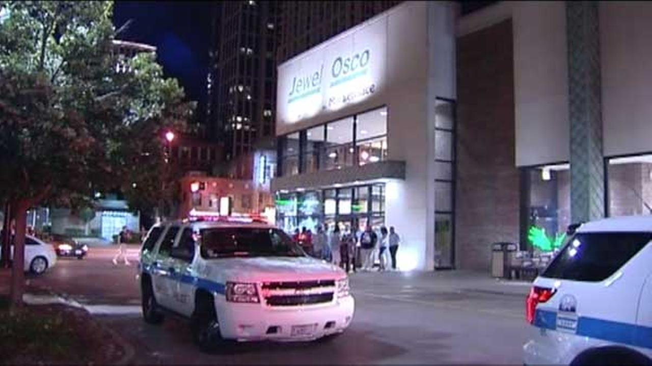 An accused shoplifter, who managed to escape police while handcuffed in Chicagos South Loop, is back in custody.