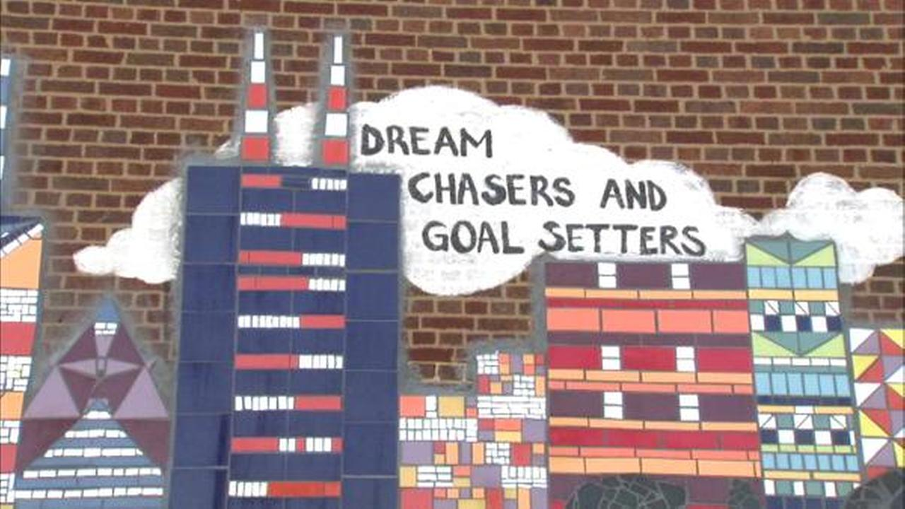 New murals dedicated at Horace Mann Academy in South Chicago