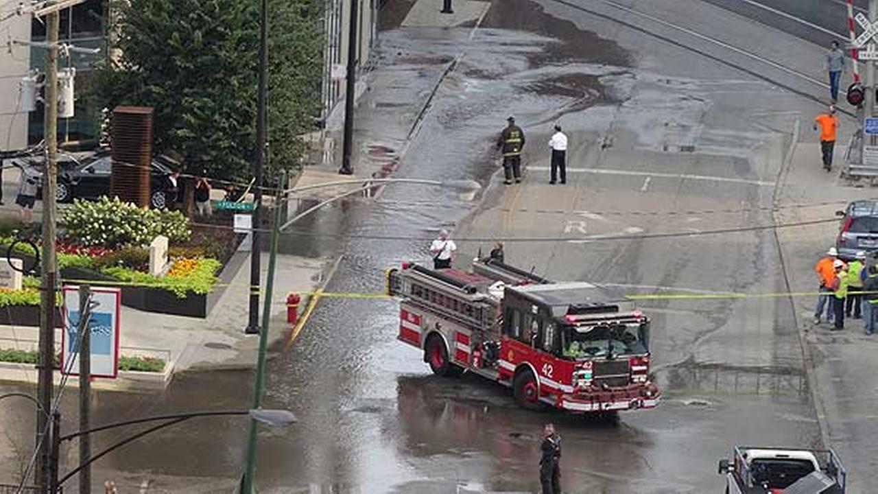 West Loop street shut down by water main break