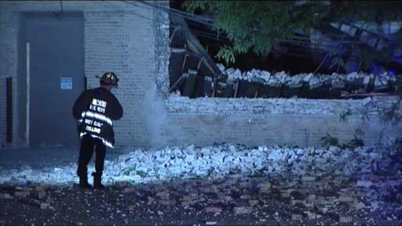 The roof of an empty warehouse collapsed on Chicagos Near West Side overnight.