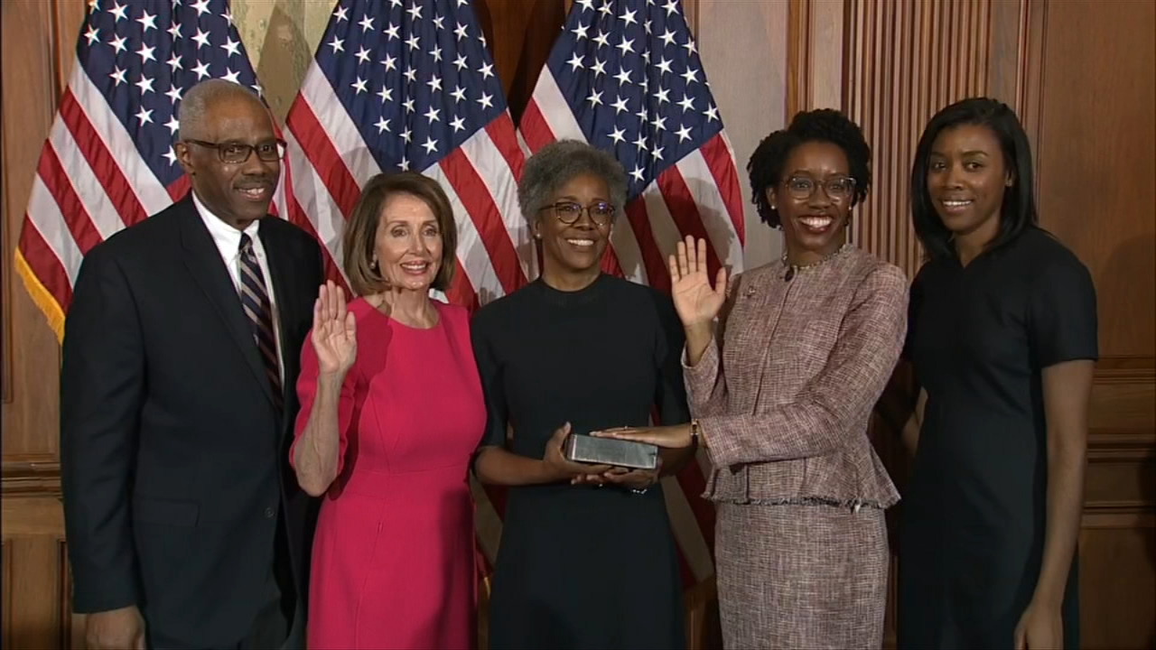New members of Congress were sworn in Thursday and they include three new representatives from Chicago and the western suburbs.