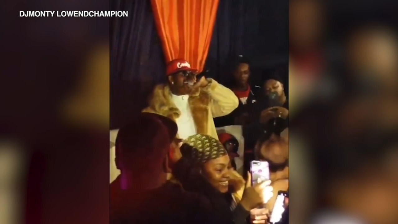 R. Kelly delivered an obscenity-laced performance at V75 on Chicagos South Side.
