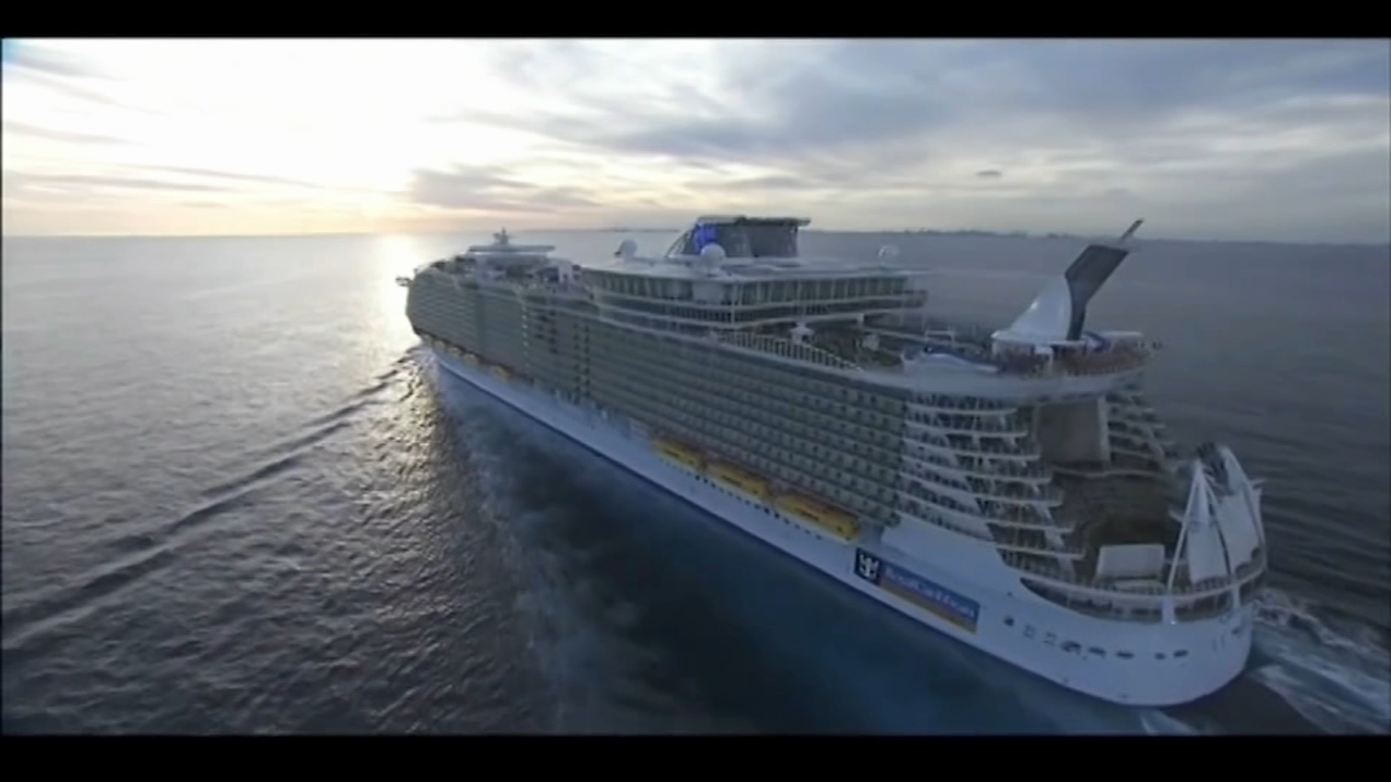 Royal Caribbeans Oasis of the Seas is returning to a Florida port a day early and giving passengers full refunds of their fare after 475 guests and crew members were hit with an o