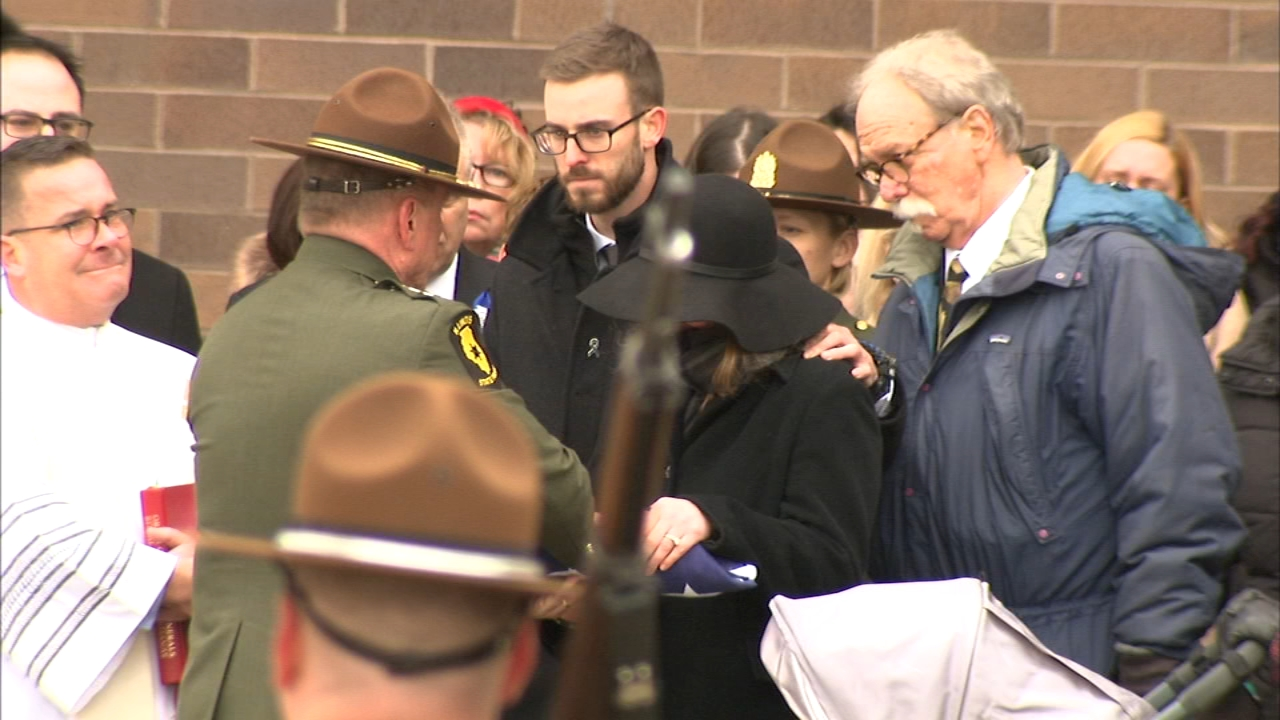 Hundreds of mourners packed into Willow Creek Community Church in South Barrington to pay their respects to Illinois State Police Trooper Christopher Lambert Friday.