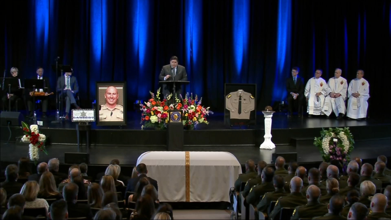 Hundreds packed a church in South Barrington to mourn an Illinois state trooper who was killed responding to a crash in Northbrook.