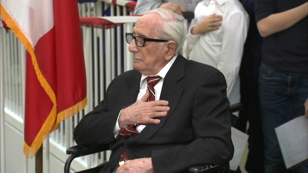 Chicago Proud: World War II veteran receives Frances highest honor