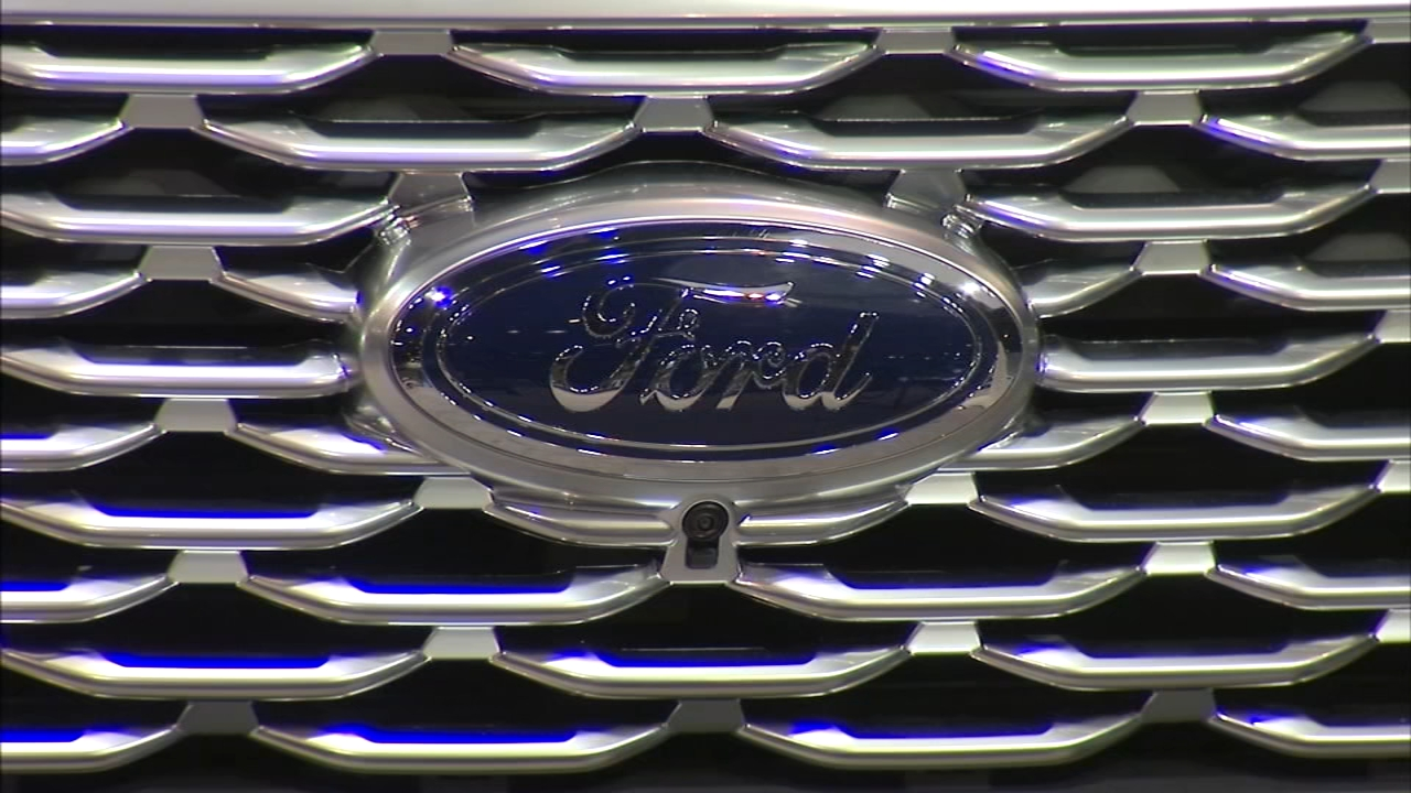 Ford Motor Company announced Thursday that is investing $1 billion and adding hundreds of jobs at its plants in Chicago.