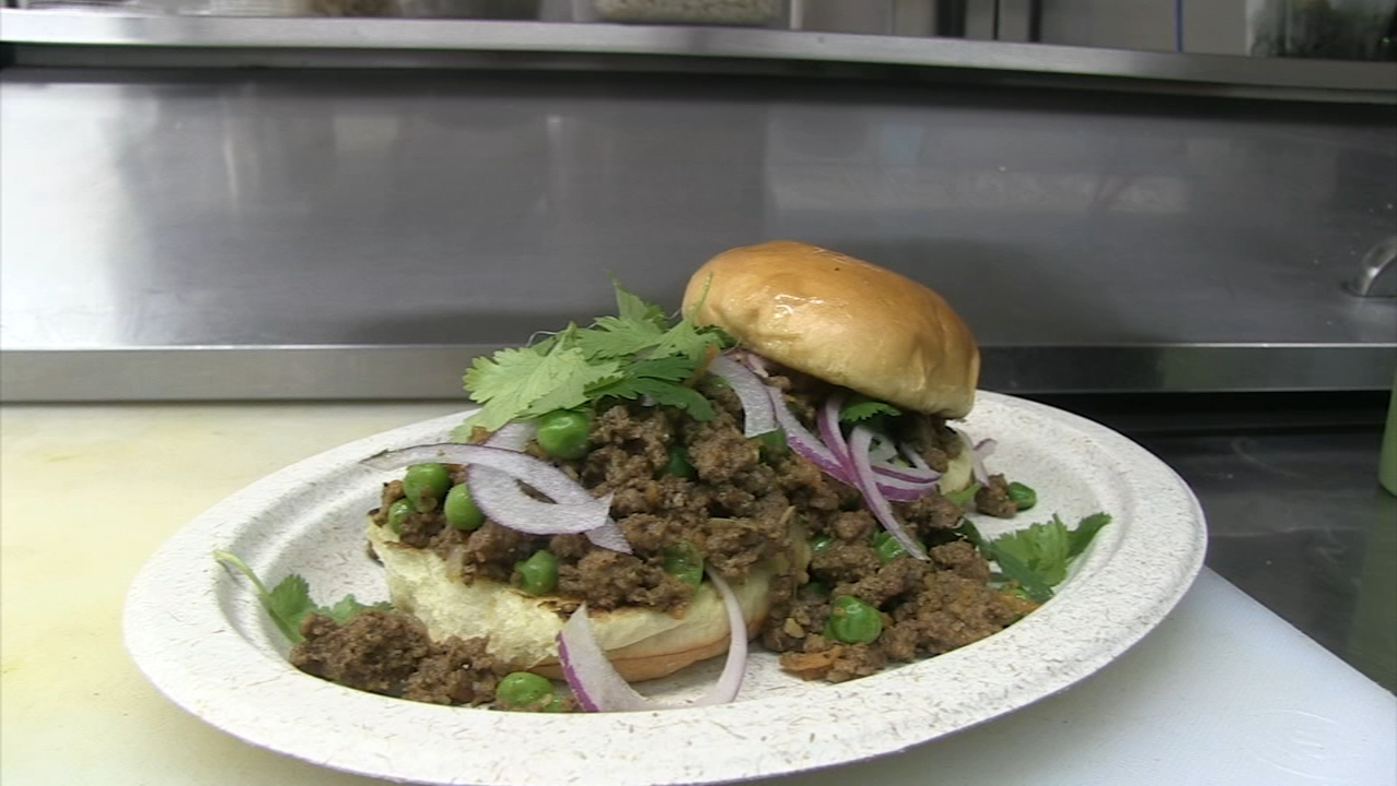 Our Hungry Hound checks out a fast-casual Indian restaurant in Near West Side.