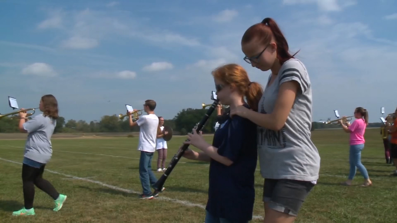 A blind high school student in Ohio has joined the marching band with a little help from a friend.