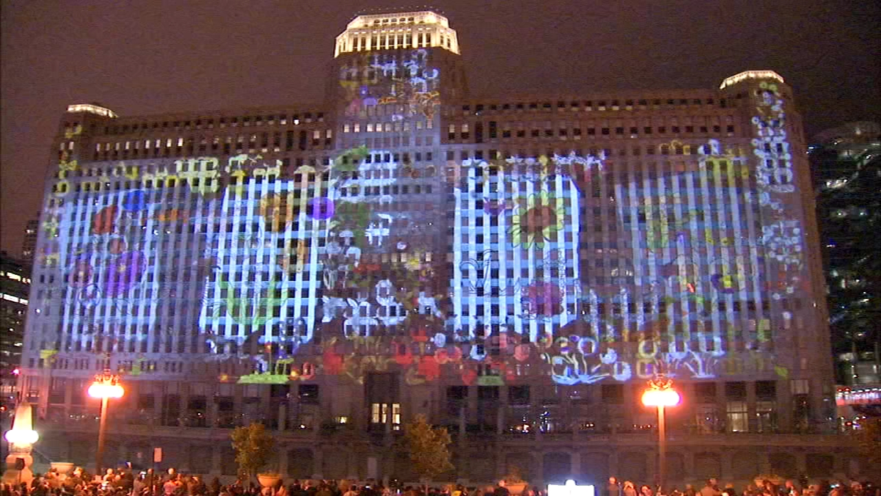 Art on theMART turned theMart, formerly known as Chicagos Merchandise Mart, into a canvas on its entire 2.5-acre south wall.