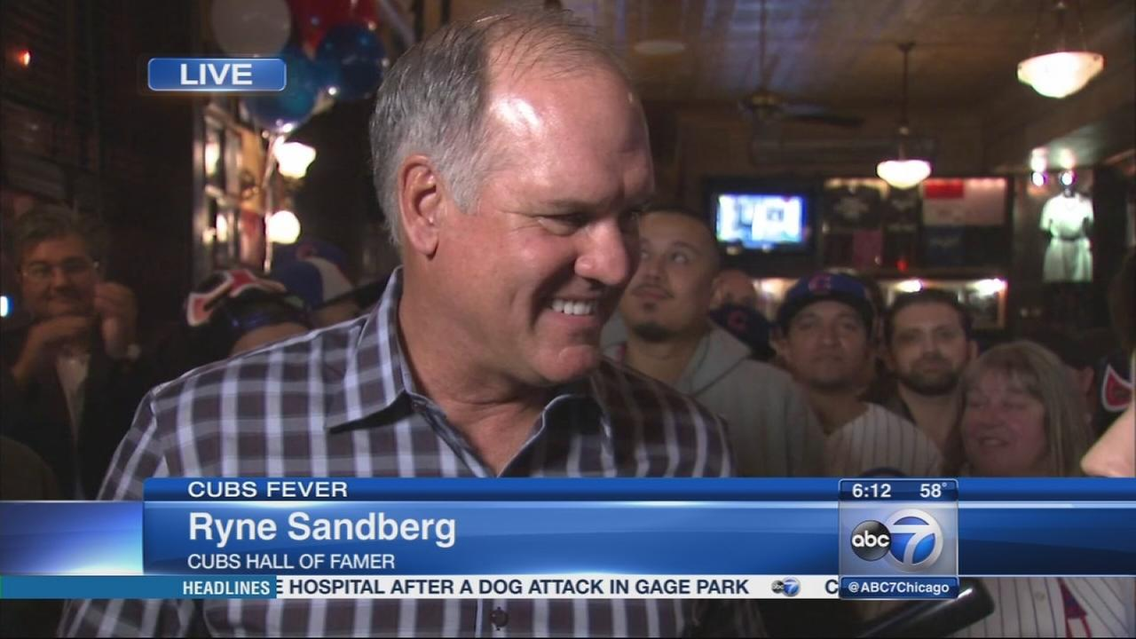 Cubs legend Ryne Sandberg hosts rally at Harry Carays
