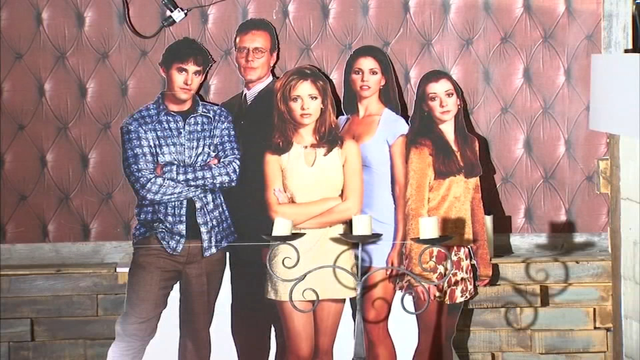 Just in time for Halloween, Replay Lincoln Park has transformed part of the bar into scenes from the popular 90s TV show Buffy the Vampire Slayer.