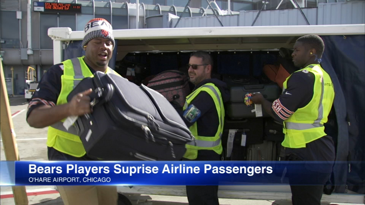 Chicago Bears surprise passengers, workers at O'Hare