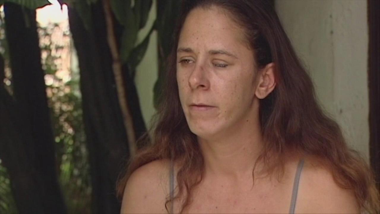 Womans eye gets super-glued shut in mixup