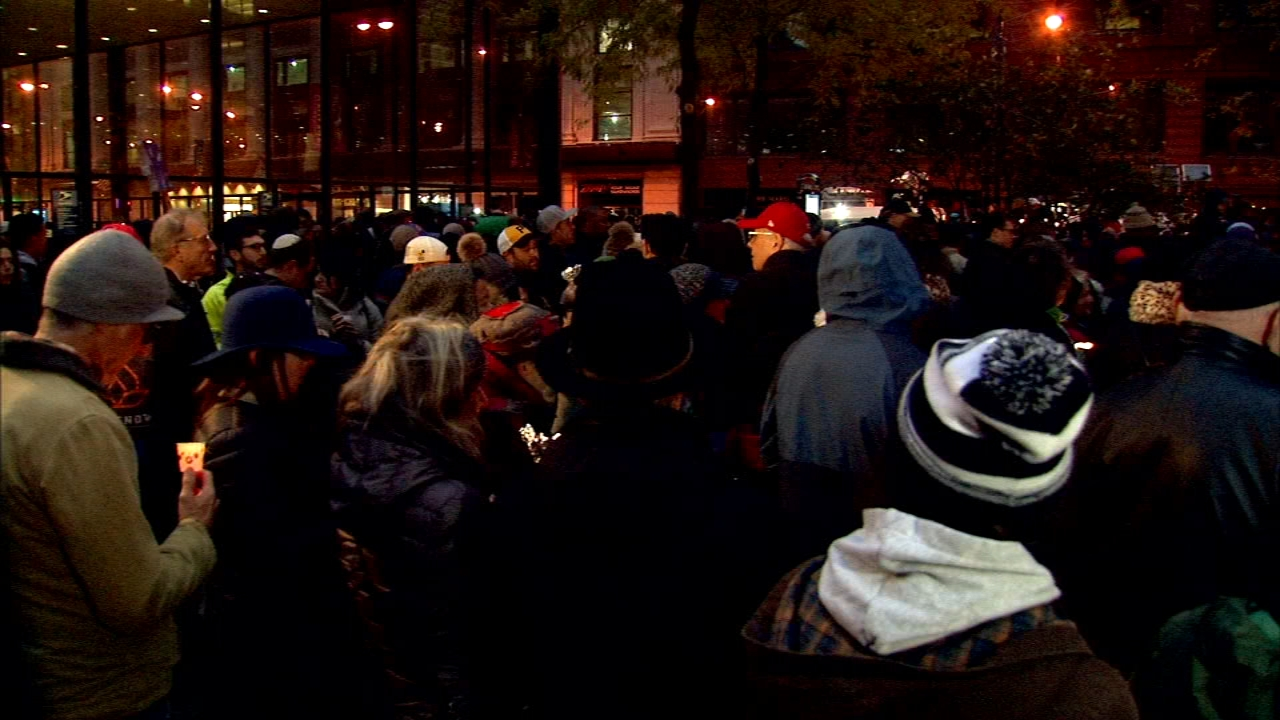 Chicagoans gathered for a vigil ro remember the victims of a shooting at a Pittsburgh synagogue.