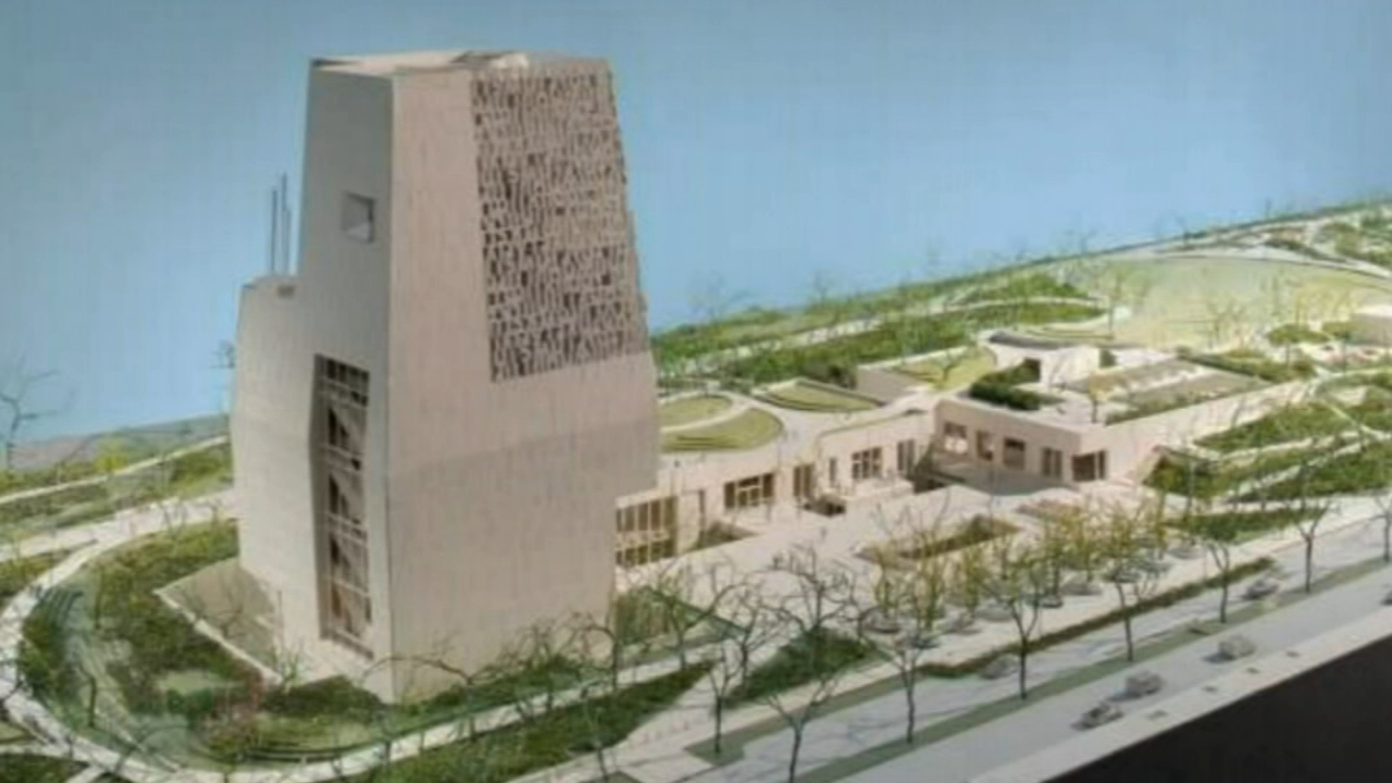 Chicago aldermen have cleared the way for the Obama Presidential Center to use part of Jackson Park for its campus.