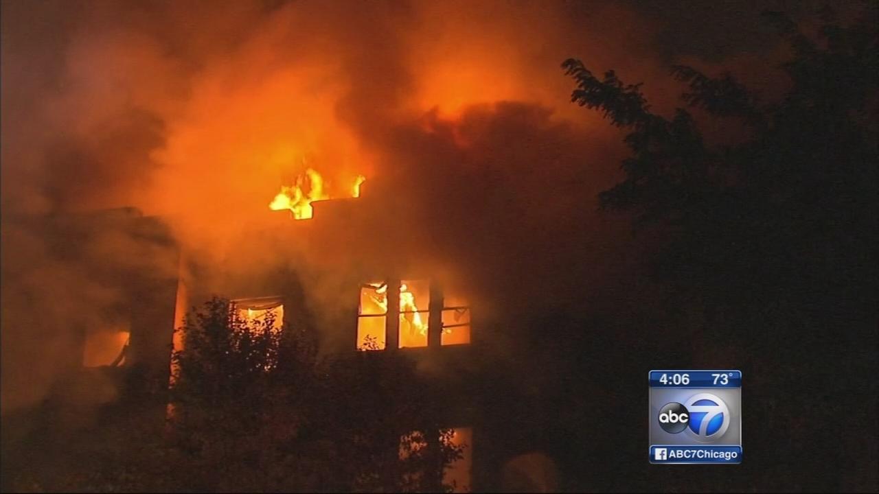 Crews investigate cause of Oak Park fire