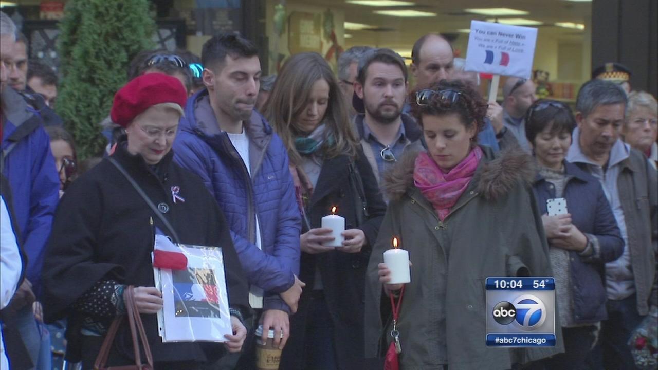 Chicago honors victims of Paris terror attacks