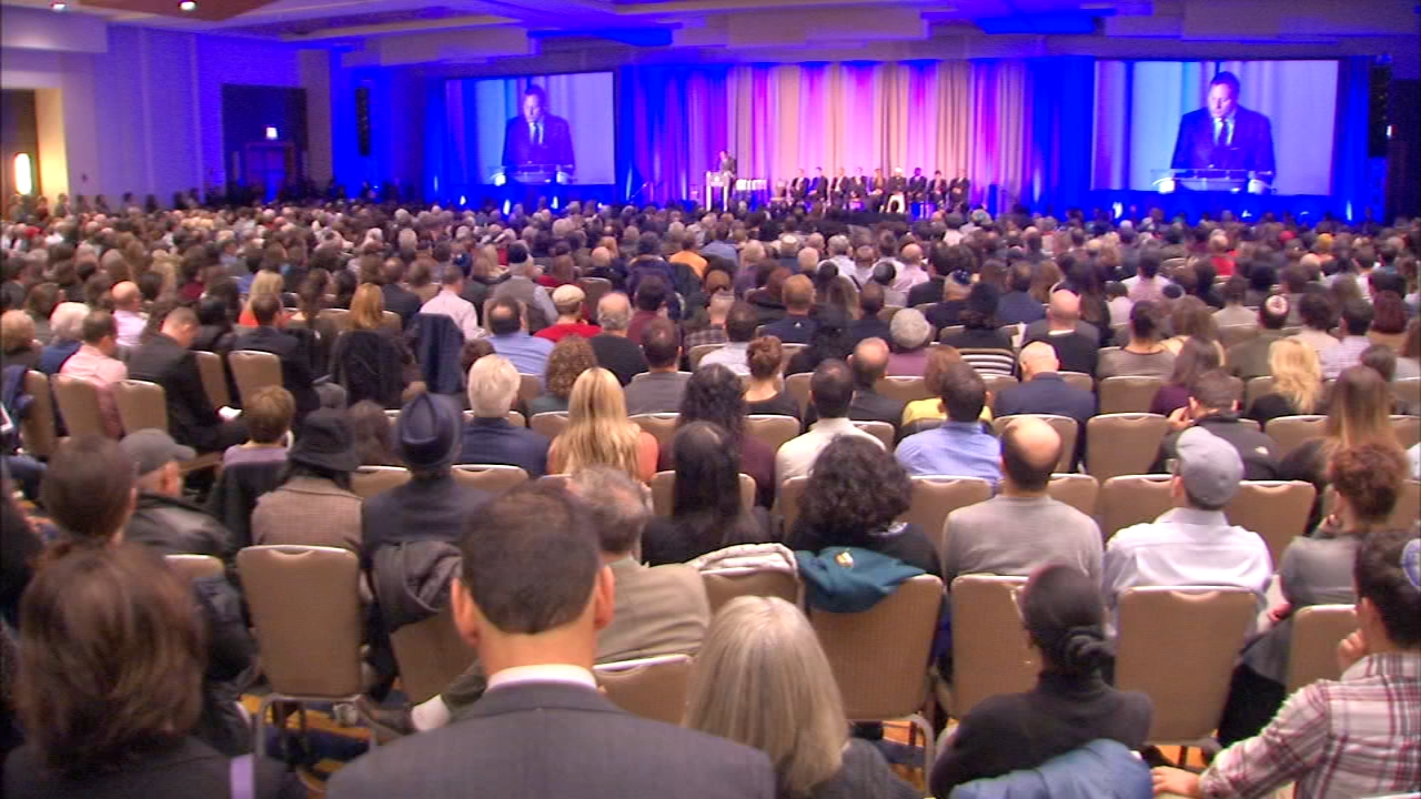 Hundreds of Chicagoans joined for an interfaith solidarity gathering in remembrance of the Tree of Life Synagogue terror victims.