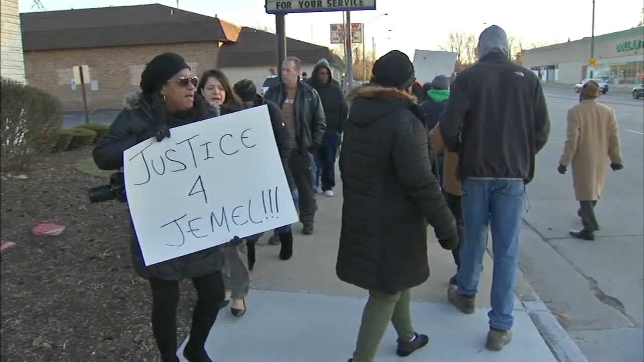 A group protested outside the Midlothian Police Department on Wednesday after an officer fatally shot Jemel Roberson, 26, who was a security guard at a Robbins nightclub.