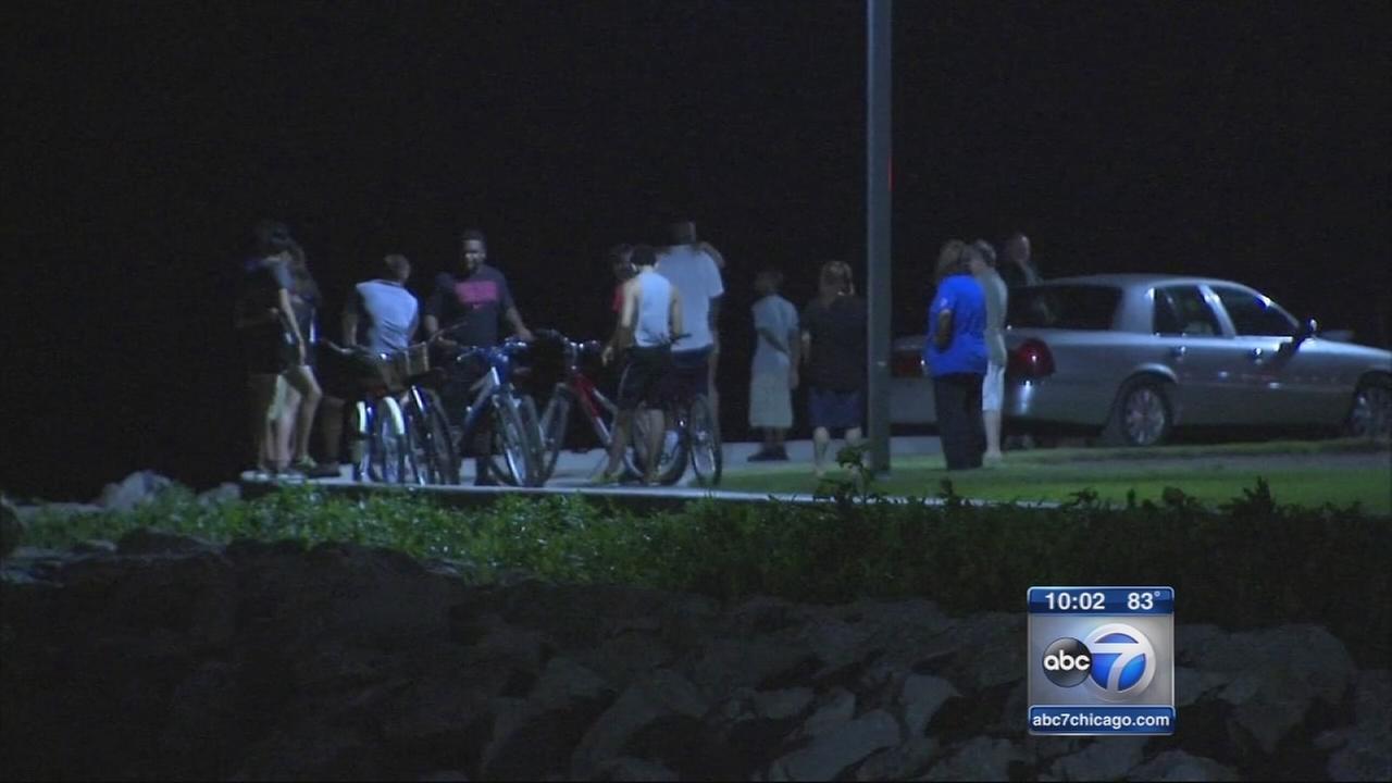 Crews search Lake Michigan for missing teen
