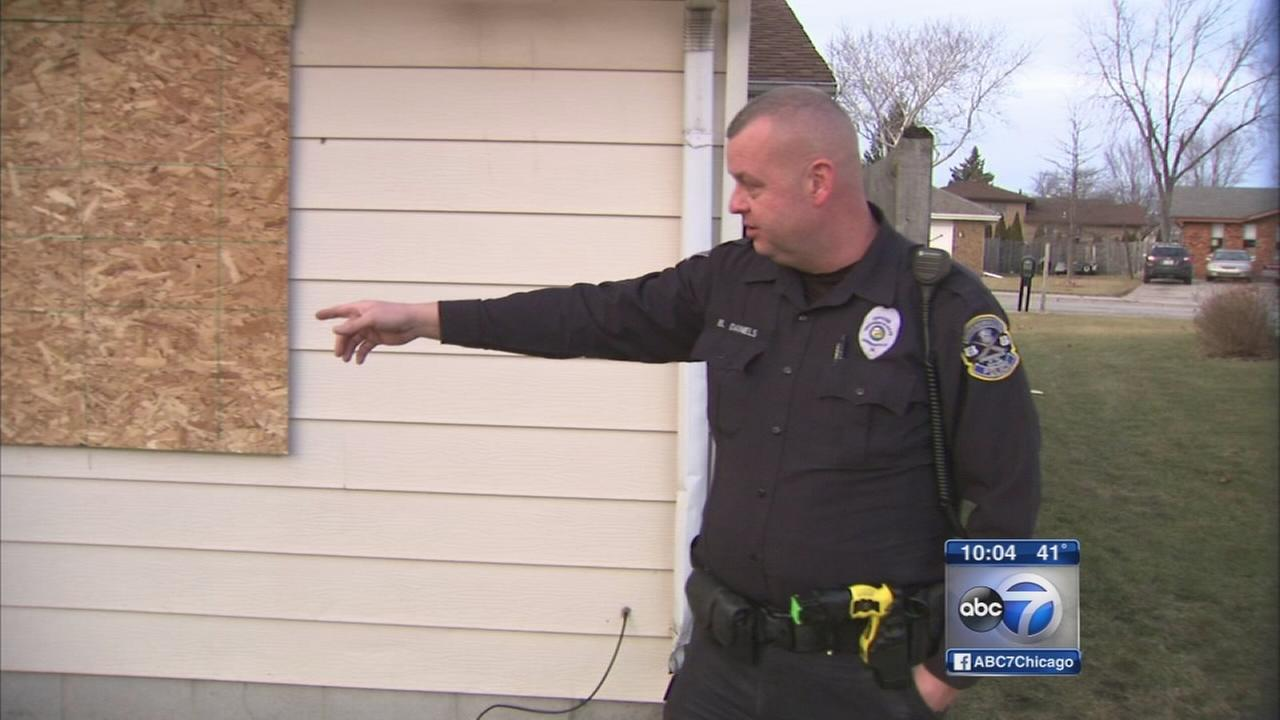 Police officer rescues man in house fire
