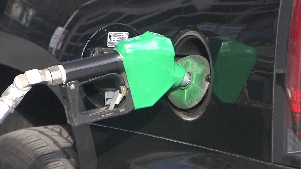 Chicago Mayor Rahm Emanuel and the Metropolitan Mayor's Caucus called on lawmakers to raise the gas tax to pay for much-needed transportation infrastructure repairs and improvement