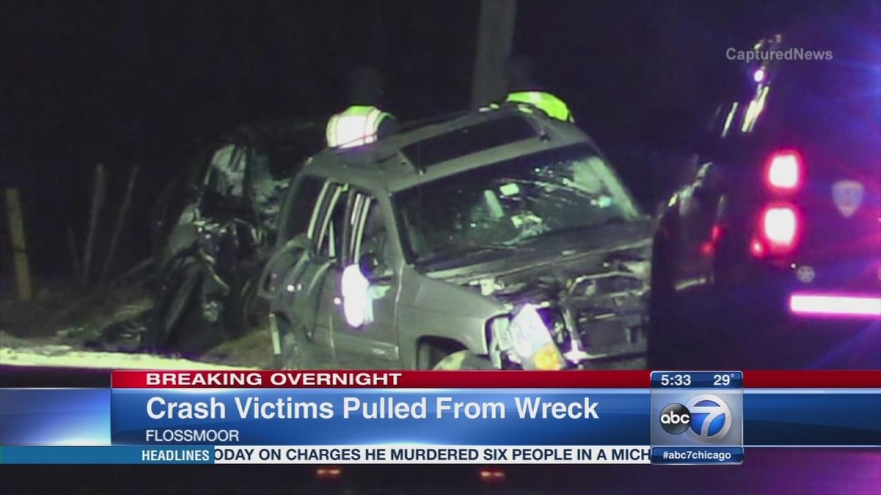 5 rescued from Flossmoor pin-in crash