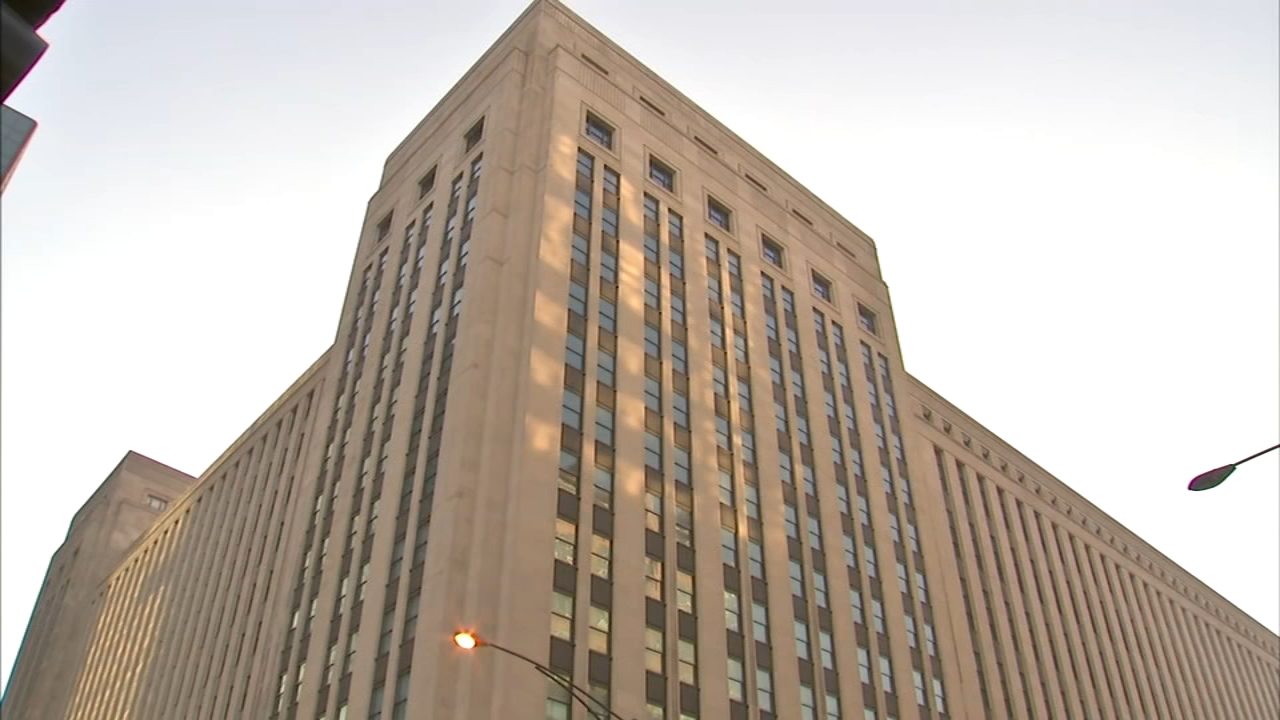 A classic Chicago candy company is moving into the citys Old Post Office.