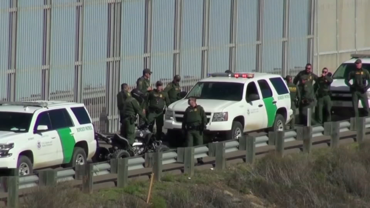 A 7-year old girl who crossed the border illegally with her father last week has died in U.S. custody.